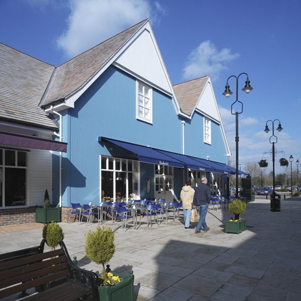 Carluccio S Fire Brings Bicester Shopping Village To A Standstill