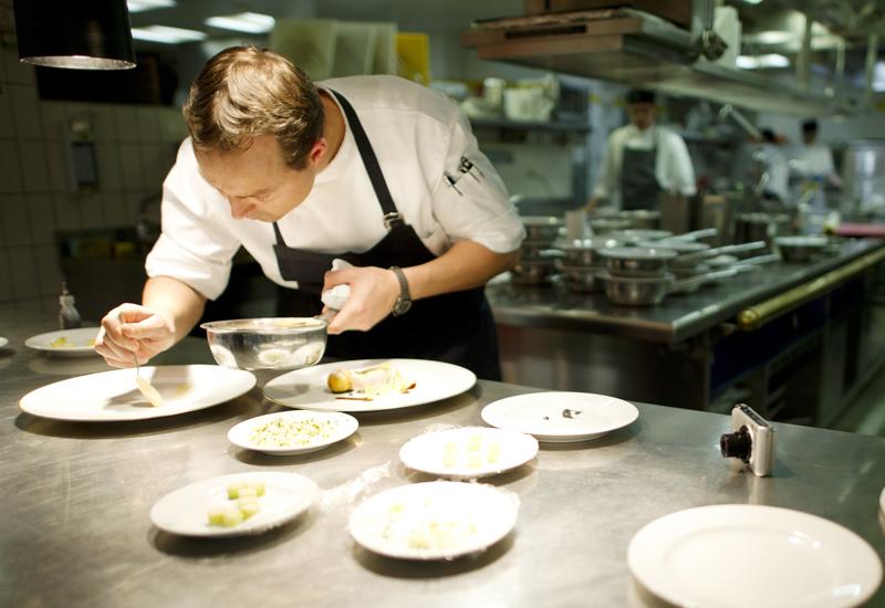Hendrik Otto prepares dishes