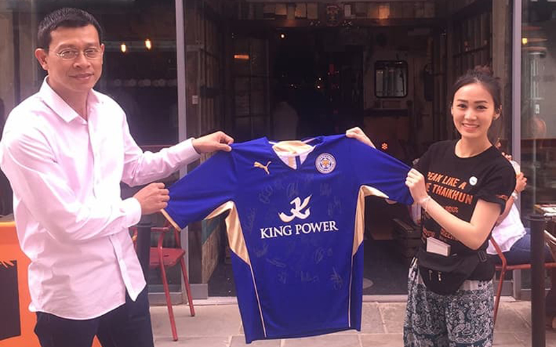 Thaikhun signed Leicester City shirt