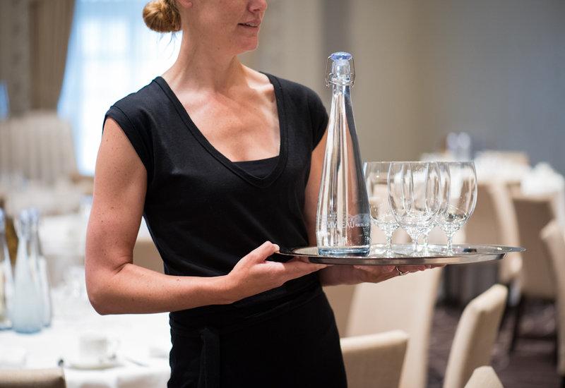 Vivreau waitress