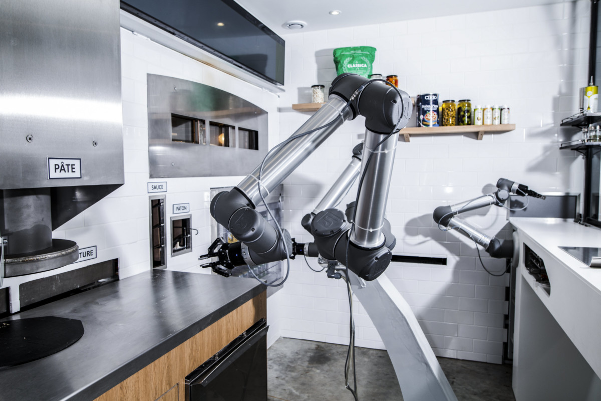 Pizza robot 1